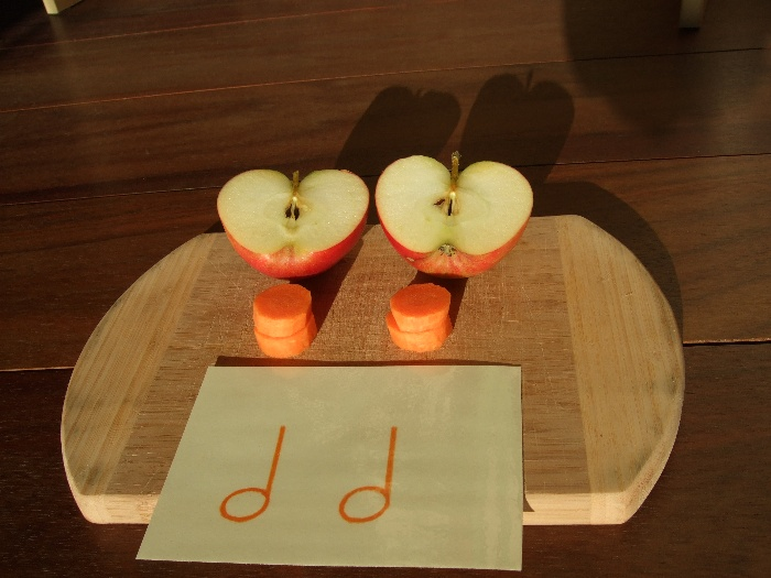 photo teaching materials, two half notes with apples and carrots
